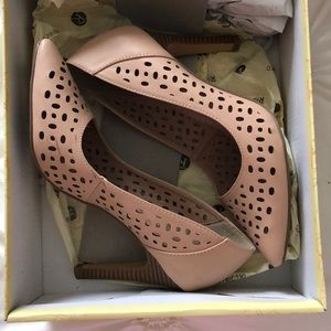 Restricted Tan Pumps Size 6.5